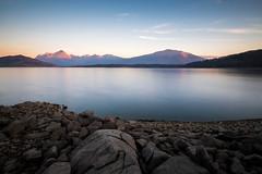 Lago di Campotosto, ultime luci del giorno (jimmomo) Tags: sunset lake mountains italia montagna abruzzo campotosto laghi