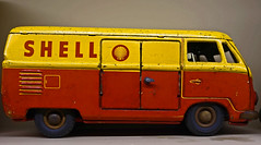 VW  Spijltjesbus (Eduard van Bergen) Tags: vw volkswagen spijltjesbus transporter combi barndoor shell dinky corgy toys yellow red old vintage ancient child children boys speelgoed westfalia classic cab crew kombi deluxe bus microbus wolfsburg t1 samba van window box split screen pedigree patina panel panelvan typ2 door double typ1 retro pickup spijltjes windows replica childhood playing traffic leisure world bp caltex esso texaco dinkytoys matchbox gulf avia exxon mobil total aral chevron q8 calpam tinq castrol petronas tango anwb argos tamoil