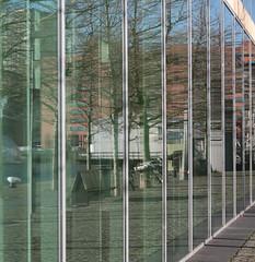 (mennomenno.) Tags: lines reflections square thenetherlands kopvanzuid lijnen vierkant rotterdamzuid reflecties wilhelminapier lantaarnvenster