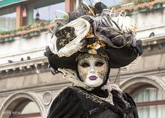 Carnaval Venise 2016-6565 (yvesw_photographies) Tags: italien carnival venice costumes italy costume europe italia eu parade chapeaux carnaval venise carnevale venezia venedig carneval italie venitian costum costumi costumé vénitien vénitienne costumés carnavaldevenise2016