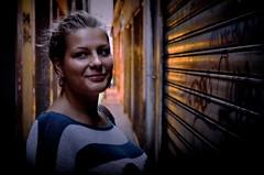 [ Solare - Sunny ] DSC_0459.4.jinkoll (jinkoll) Tags: street venice light portrait woman girl smile face wall graffiti eyes alley expression garage rays venezia