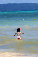A local girl in the sea, Boracay island, Western Visayas, Philippines (Darius Travel Photography) Tags: pentax philippines boracay filipinas pilipinas boracayisland    pentaxk100dsuper   filipinai