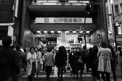 (KAMIYAAKIHIKO) Tags: people monochrome japan tokyo shinjuku 7 fe28mm