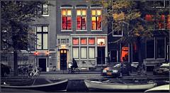 LIFE AS IT IS (bert  bakker) Tags: amsterdam licht canal canals centrum grachten gracht grachtengordel verlichteramen