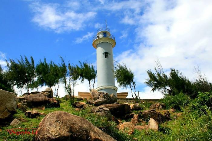 Hải đăng Hòn Nước nằm trên đỉnh Gà Gô