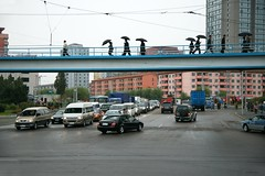 Rush hour in Pyongyang (Frhtau) Tags: life road street city bridge people building bus public by architecture del square asian design town wire scenery asia do leute crossing traffic outdoor trolley centre main capital hauptstadt north transport culture scene korea du daily east korean transportation stadt architektur brcke verkehr gebude nord norte pyongyang core corea dprk nahverkehr  fussgnger  coria passanten coreia passers nordkorea    landstrase  gebudekomplex      choxin