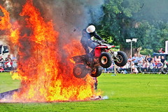 THE HEAT IS ON (P.J.S. PHOTOGRAPHY) Tags: show white team dale stunt thornton helmets motocycles 2015