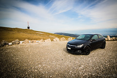 Opel Astra/Chasseral Swiss (Black_Cat_Art) Tags: sky black verde green stone schweiz swiss himmel preto steine suia grn ceu pedra schwarz astra chasseral opel