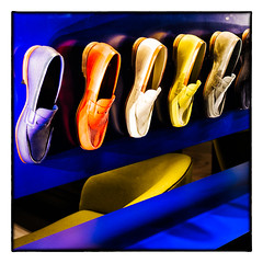 """ Blue Suede Shoes... "" (jean76_58) Tags: colors shop shoes magasin graphic pentax couleurs chaussures vitrine bluesuedeshoes graphisme jean7658"
