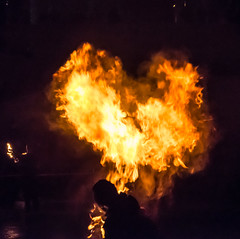 Burners-224 (degmacite) Tags: paris nuit feu burners palaisdetokyo