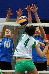 PG0O6384_R.Varadi (Robi33) Tags: game girl sport ball switzerland championship team women action basel tournament match network volleyball block volley referees viewers