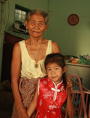 with grandma in her chinese new year's dress (the foreign photographer - ) Tags: new grandma portraits canon thailand kiss dress bangkok year chinese clothes khlong bangkhen thanon 400d