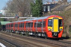 Shiny! (stavioni) Tags: electric rail olympia multiple emu express kensington gatwick unit railwaytrain class387 387204