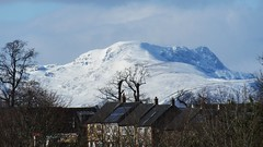 the great stone spine of Scotland 02 (byronv2) Tags: winter sun sunlight mountain snow mountains history nature sunshine landscape march scotland spring ben stirling geology earlyspring bannockburn