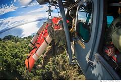 Iamento de maca com H-36 (Fora Area Brasileira - Pgina Oficial) Tags: fab sar resgate treinamento carranca salvamento forcaaereabrasileira brazilianairforce buscaesalvamento fotojohnsonbarros resgateiro carrancav operacaocarranca