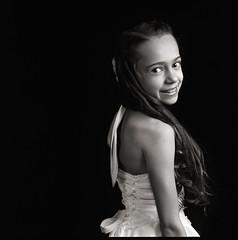 Charlotte B&W (Philip Van Ootegem) Tags: blackandwhite girl monochrome hp5 ilford hasselblad503cx strobist carlzeissplanar80mmf28