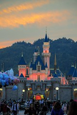 Sundown magic. (ttkki) Tags: sunset castle hongkong nikon sundown sleepingbeauty disneymagic sleepingbeautycastle 10thanniversary d90 hkdisney hkdisneyland hkdl happilyeverafter disneycastle nikond90 disneypics disneyphotos disneysnap hkdl10 happinessplaceonearth