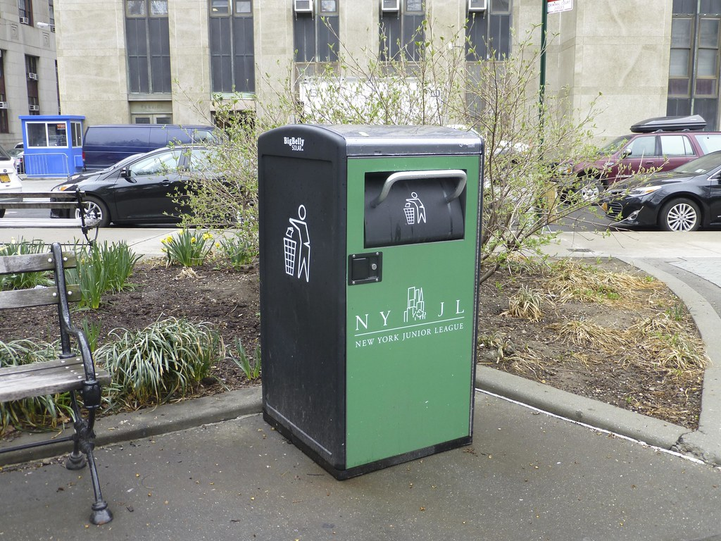 The World's most recently posted photos of compactor and garbage
