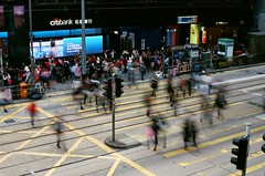 Pedestrian (Thomas T. H. Chan) Tags: film hongkong 50mm crossing voigtlander central pedestrian 400 fujifilm konica asph nokton rf hexar f15 xtra aspherical
