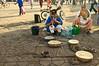 Incantati dai suoni degli oboi e dallo spettacolo antico degli incantatori di serpenti. Piazza Jemaa el-Fna, Marrakech, Marocco. (Michele Pelosi) Tags: tourism cobra tour snake marocco marrakech snakes viaggi spettacolo jemaaelfna suoni serpente snakecharmers veleno serpenti incantatore  velenoso oboi incantati incantatoridiserpenti