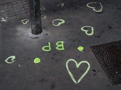 Lyon - Sur le trottoir. (Gilles Daligand) Tags: graffiti lyon coeur inscription trottoir lettres rhone graphisme minimalisme
