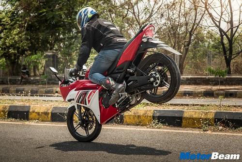 2016-Yamaha-R15-S-11