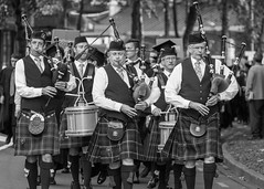 Bagpipers (Flimin) Tags: blackandwhite streetphotography wellington bagpipes bagpipers 7dmarkii canon7dii