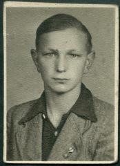 Archiv E134 Hitlerjunge, ca. 1933 (Hans-Michael Tappen) Tags: boy 1930s outfit thirdreich frisur hj junge kleidung passfoto passbild hitlerjugend nazigermany drittesreich lichtbild hitlerjunge 1930er archivhansmichaeltappen