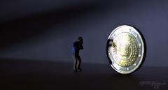 das groe Geld (2) (torsten hansen (berlin)) Tags: light lightpainting berlin painting paint hansen malen lichtmalerei torsten malerei wwwdiehansensde wwwtorstenhansenfotografiede wwwlightpaintingberlinde wwwtorstenhansendelicht