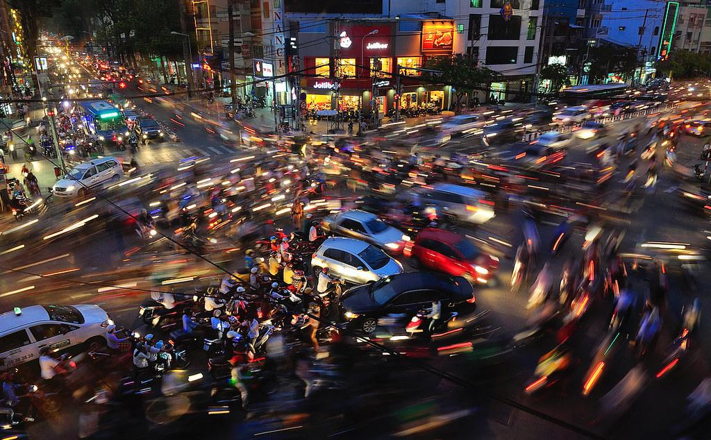 Giao thông hỗn loạn ở Việt Nam