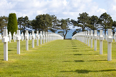 American Cemetery & Memorial, Colleville-sur-Mer, Normandie, France (Thierry Hoppe) Tags: shadow sea france cemetery memorial view cross lawn crosses sunny rows normandie normandy collevillesurmer americancemeterymemorial