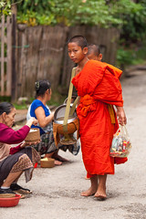 Morning alms (Stephan Alberola) Tags: monks laos luangprabang offerings morningalms
