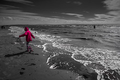 Beachcombing (tabulator_1) Tags: liverpool coloursplash splashesofcolor crosbybeach