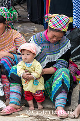 Bac Ha weekly market (10b travelling / Carsten ten Brink) Tags: 10btravelling 2015 asia asian asie asien bacha bắchà carstentenbrink flowerhmong genericplaces hmong iptcbasic indochina indochine laocai làocai muonghoa otherkeywords sapa southeastasia vietnam vietnamese baby child costume market northwest northern peopleset tenbrink textile traditional valley woman children