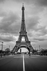 Eiffel tower in Paris 2016 (Thomas Bechtle Fotografie) Tags: street blackandwhite paris france building tower und nikon frankreich eiffel eiffelturm gebude schwarz d800 denkmal sehenswrdigkeit weis popularplaces