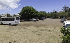 Rano Raraku Parking (blueheronco) Tags: bus parking entrance cafeteria easterisland rapanui isladepascua ranoraraku rapanuinationalpark konakairanoraraku yz6487 tourkiakoe