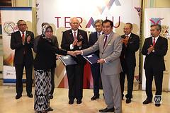 Majlis pertukaran dokumen dan peyampaian sijil (mesyuarat MEB).PMO,Putrajaya.21/4/16