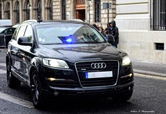 Gendarmerie Nationale - GIGN (Arthur Lombard) Tags: black paris france army nikon noir 4x4 military police led policecar audi swat militaire arme gendarmerie policedepartment audiq7 gign armedeterre armefranaise gendarmerienationale gyrophare gyroled nikond7200