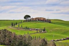 Val d'Orcia (Julia Mrozek) Tags: val tuscany villa toskana dorcia hgel zypressen