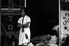 upset little girl -Sri Lankan people (Claudia Merighi) Tags: street people persona student waiting asia noir emotion noiretblanc pentax expression streetphotography littlegirl streetphoto srilanka blanc ricoh pretoebranco k3 blackandwhitephotos streetphotographers crossingarms fotografiacallejera strassenfotografie blackandwhiteonly fotografiadistrada fotodistrada pentaxk3 ricohimages claudiamerighi fotografiederue