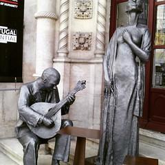 Fado e históra (leonilde_bernardes) Tags: portugal bronze arte lisboa fado cultura história rossio tradição baixadelisboa estaçãodecomboios