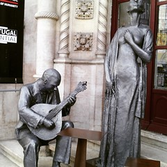 Fado e histra (leonilde_bernardes) Tags: portugal bronze arte lisboa fado cultura histria rossio tradio baixadelisboa estaodecomboios