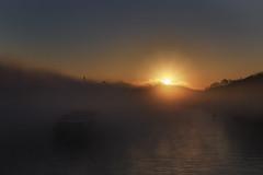 Sortir du brouillard (liofoto) Tags: france fog seine sunrise canon river eos foggy rivire bateau brouillard brume fleuve 6d levdesoleil yvelines 24105l conflanssaintehonorine canon24105l eos6d