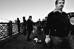 .3.6.0. (la_imagen) Tags: bridge people bw turkey blackwhite trkiye menschen trkei sw schwarzweiss turquia insan galata brcken kprs galatabrcke beyazsiyah