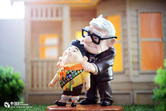 up (Thai Toy Photographer) Tags: house anime up sunshine toys model russell outdoor uncle disney single pixar carl figure figurine missyou figures toyphotography wdcc disneyclassics kenksiri