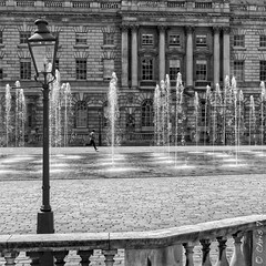 Fountain Court (Chris Taylor Pictures) Tags: london monochrome somersethouse fountains fountaincourt