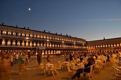 Piazza San Marco - Venezia (luciabuccinna) Tags: nikon foto fotografia venezia piazzasanmarco romantica fotonotturna lucisoffuse