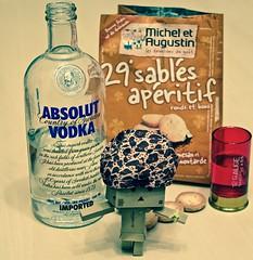 Alcohol is Bad ! ^^'  (Damien Saint-) Tags: toy amazon vinyl yotsuba danbo revoltech danboard