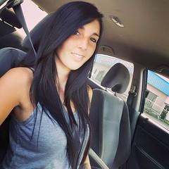 Carolane L (PLSub) Tags: portrait beauty smile hair nice tank beaut tanktop shoulder sourire camisole cheveux paule
