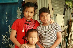children (the foreign photographer - ) Tags: new portraits canon children thailand three kiss dress bangkok chinese years khlong bangkhen thanon 400d